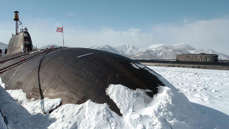 Capitanes de submarinos rusos se entrenan en lanzamiento de misiles a través del hielo ártico