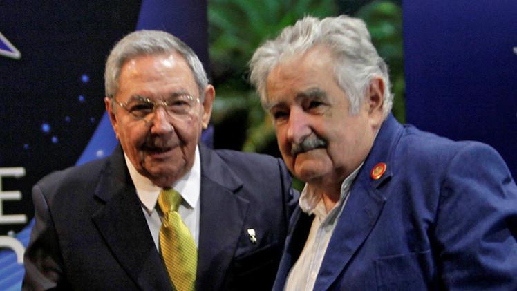 """""""Muestra de la hermandad"""": Raúl Castro y Mujica se reúnen para hablar sobre """"cosas de viejos"""""""