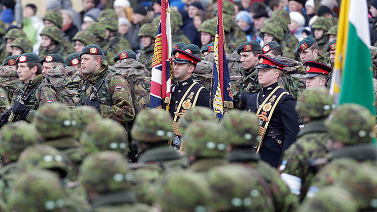 Cómo ayuda a los generales de la OTAN la 'amenaza rusa'