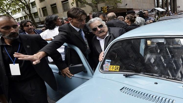 Así pasó Pepe Mujica su último día como presidente (Video)