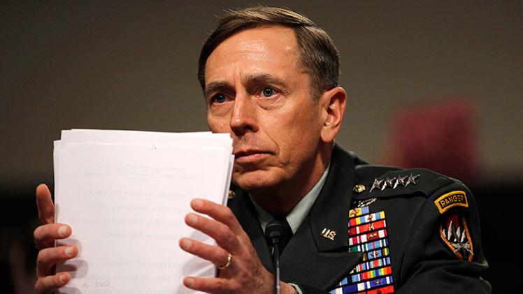El exdirector de la CIA se declara culpable de mal manejo de materiales secretos