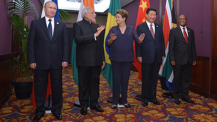 """""""El imperio de EE.UU. está cayendo, y los BRICS crean un mundo alternativo"""""""