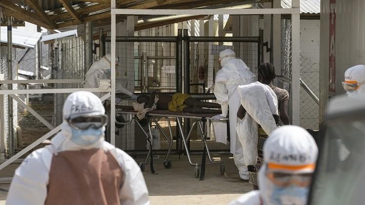Un enfermo de ébola en las instalaciones de Save the Children en Freetown, Sierra Leona