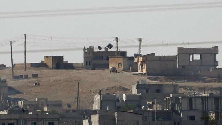 Una bandera del EI en Kobani, Siria