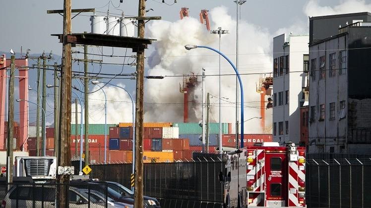 Video, fotos: Nubes de humo tóxico por un incendio en el puerto de Vancouver
