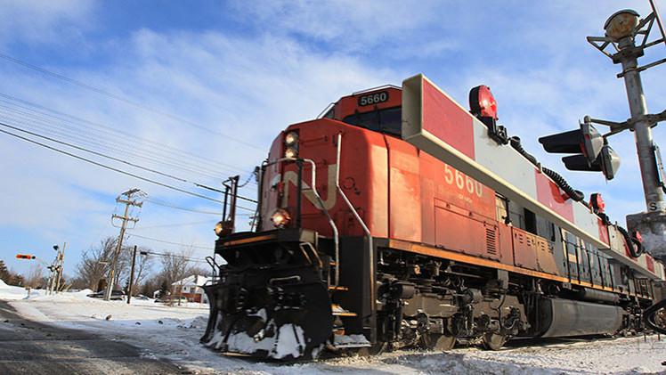 Fotos: Descarrila y se prende fuego un tren que trasportaba crudo en Canadá