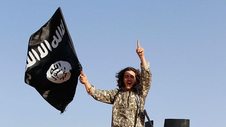 Bienvenidos al infierno: El Estado Islámico cuelga a 8 iraquíes en la entrada de una ciudad