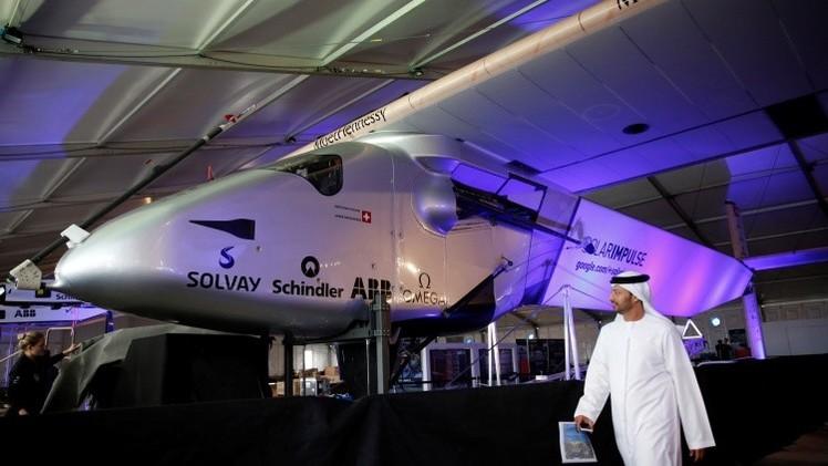 El primer avión solar sale de los Emiratos Árabes Unidos para dar la vuelta al mundo