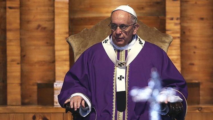 ¿Por qué papa Francisco no admite a las mujeres al clero?