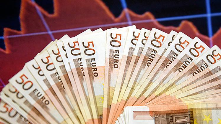 El euro, cuesta abajo: La moneda europea se acerca a la paridad con el dólar