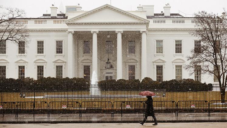 Agentes secretos de EE.UU. acusados de estrellar su coche en la valla de la Casa Blanca