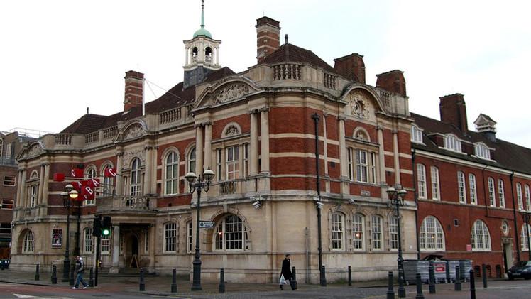 Fotos, Videos: Incendio en el teatro londinense Battersea Arts Centre