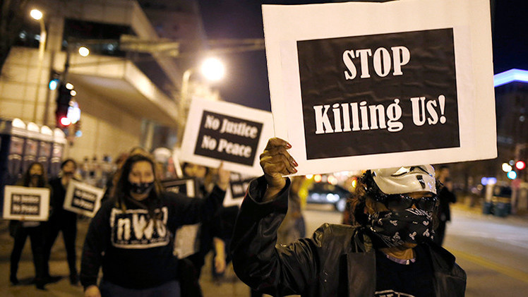 Un afroamericano detenido por el tiroteo contra dos policías en protesta de Ferguson