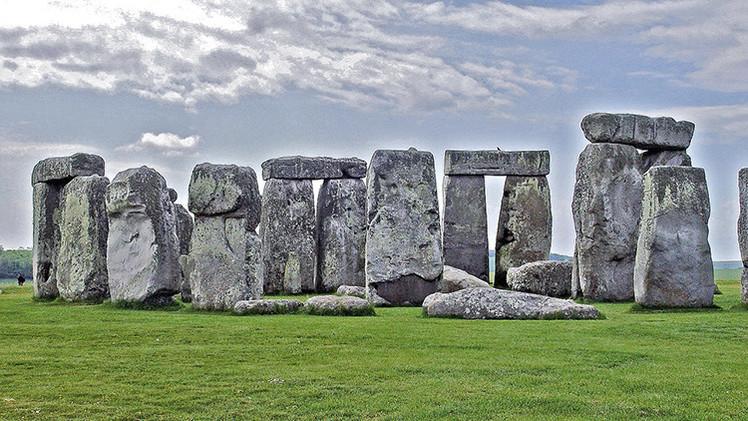 """Nueva teoría: Stonehenge es """"una antigua Meca sobre pilotes"""""""