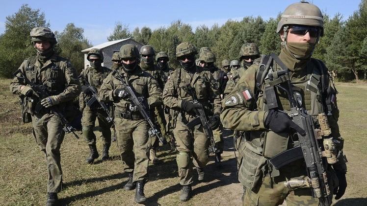 Militares polacos participan en ejercicios militares cerca de Lviv, Ucrania