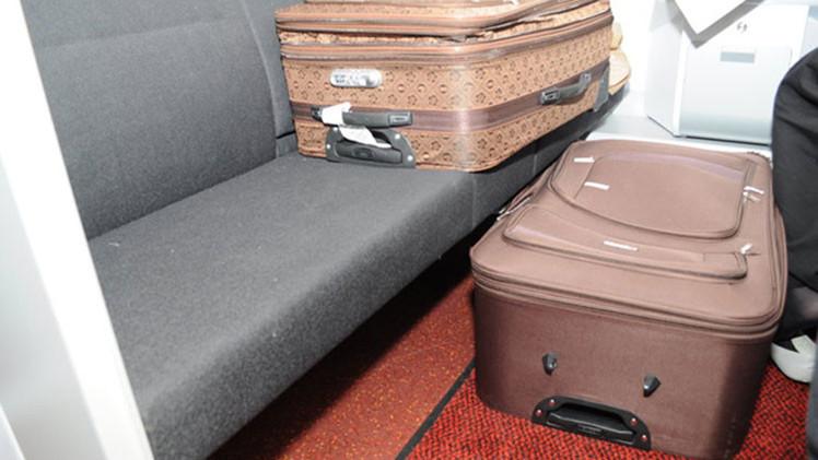 """""""¡Y esta es mi esposa!"""": Un francés, detenido en la frontera polaca con una mujer en su maleta"""