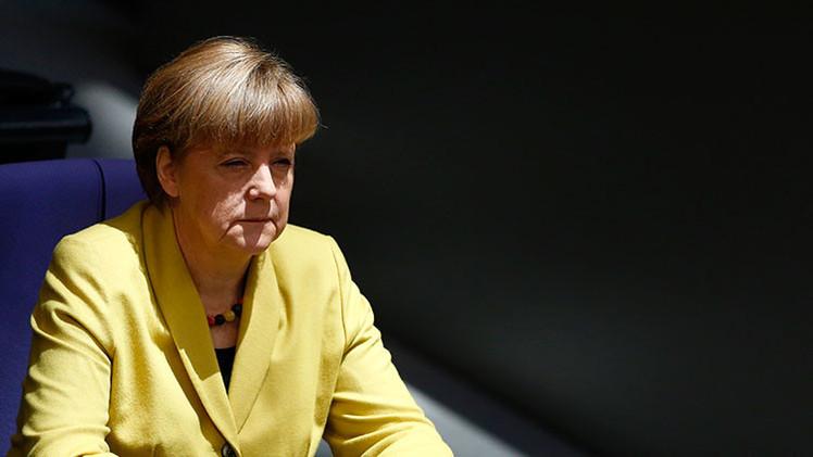 """""""Merkel participa en el blanqueo de los crímenes del Tercer Reich"""""""
