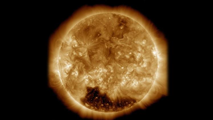 ¿El Sol se apaga? Hallan un enorme agujero en la corona solar