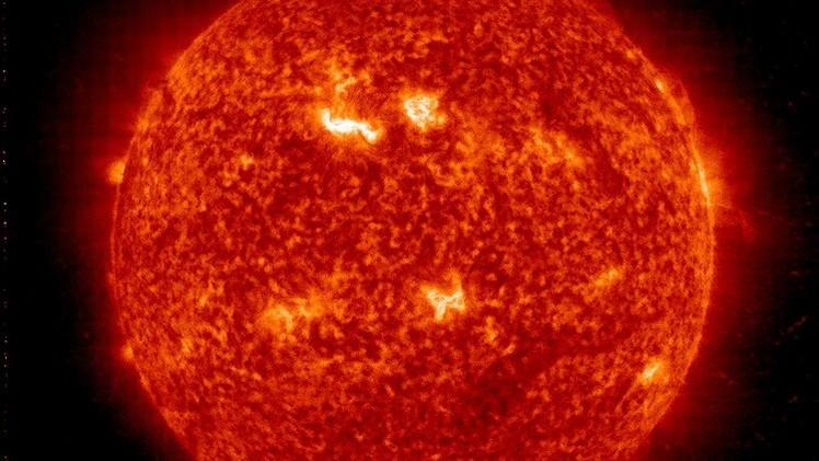 Una tormenta solar amenaza las comunicaciones por satélite y redes energéticas