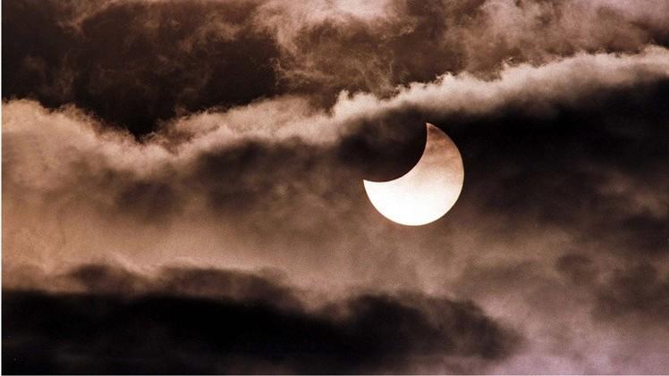 Cortes de energía, cambios de viento... ¿cómo impactará el eclipse solar de este viernes?