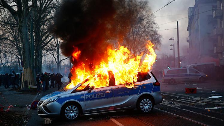 Política alemana compara los disturbios en Fráncfort con Maidán