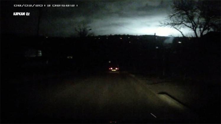 Video: Un misterioso resplandor aclara el cielo nocturno en el sur de Rusia