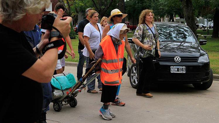 Insólito: Una anciana de 91 años camina 1.200 kilómetros para pedir a la Virgen por la paz