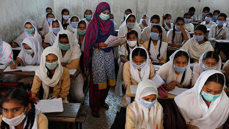 Video, fotos:  Las extremas trampas de los estudiantes indios en los exámenes