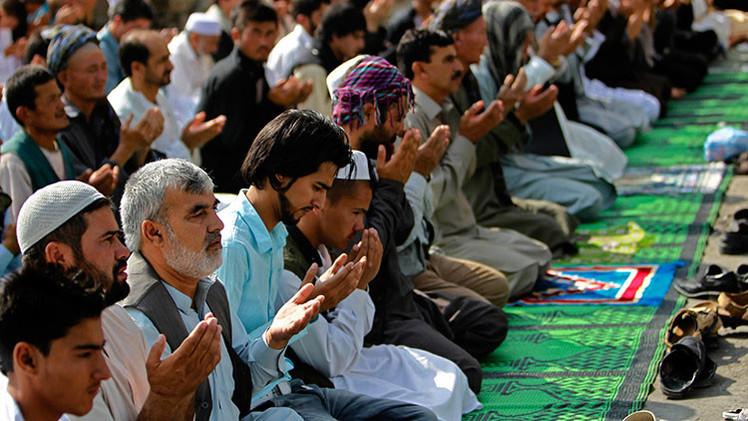 """""""No arrestar a los que hicieron esto"""": clérigo afgano defiende el linchamiento de una mujer en Kabul"""