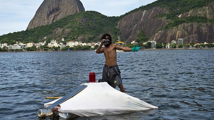Fotos: Ingenioso indigente brasileño vive en una 'casa' flotante