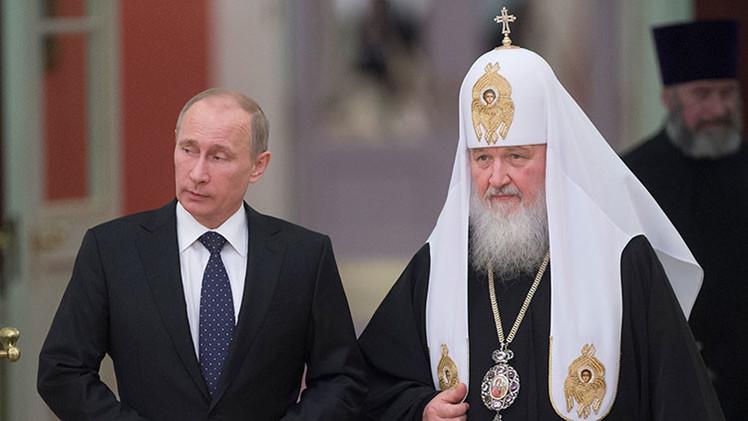 """""""Mientras EE.UU. construye McDonalds, Putin está levantando iglesias"""""""
