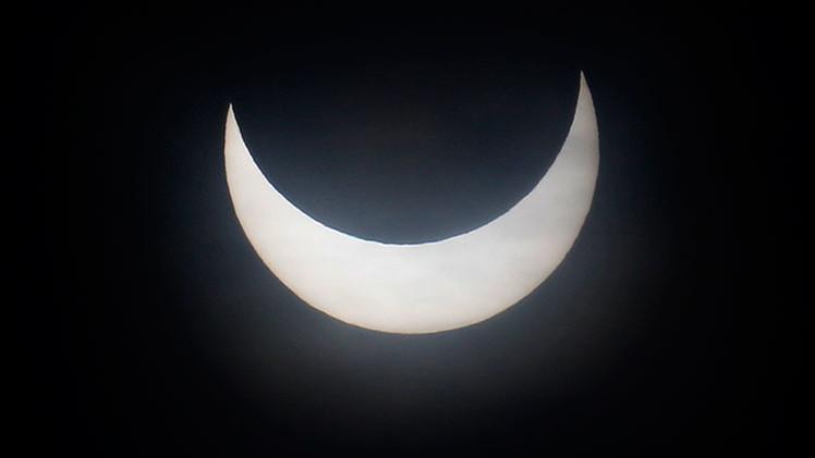 """Escuela británica prohíbe a los niños ver el eclipse solar por razones """"culturales y religiosas"""""""