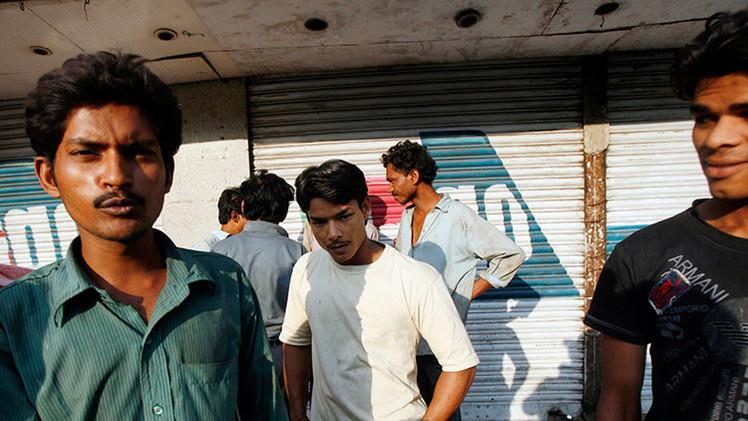 'Ejemplo intrépido': una estudiante india arrasrta por los pelos a su ofensor hasta la Policía
