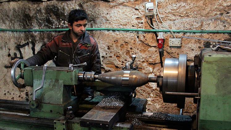 Conozca a los insurgentes sirios que fabrican sus propios obuses y cohetes en cuevas
