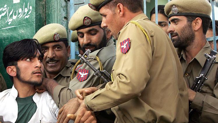 Suspenden a cuatro guardias de prisiones en la India por llevar a un reo a una casa de citas