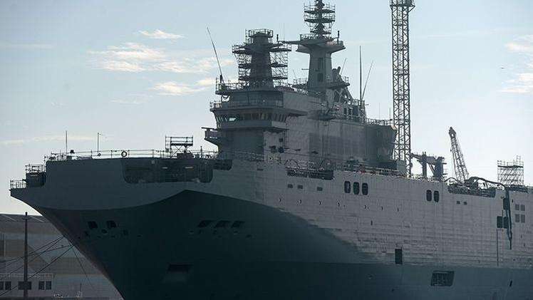 Francia bota el segundo portahelicópteros de clase Mistral