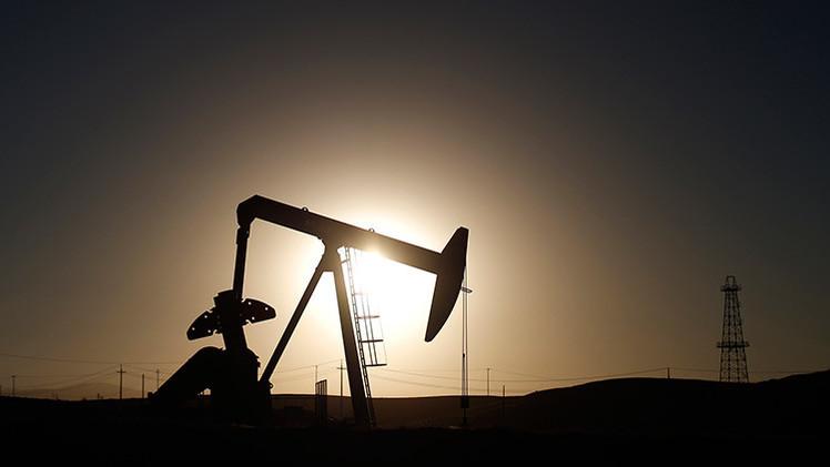 El precio del crudo cae mientras Arabia Saudita eleva su producción al máximo nivel