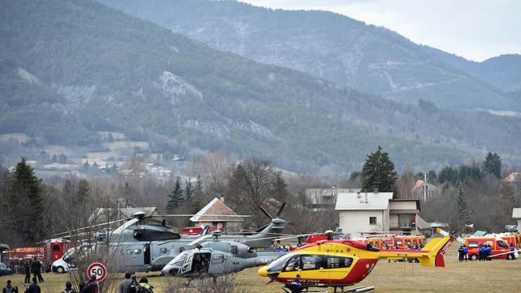 Helicópteros de la Fuerza Aérea de Francia y servicios de seguridad civil en Seyne
