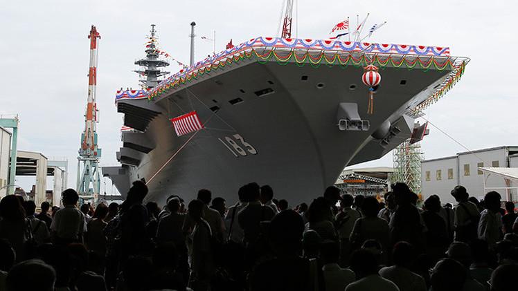 Japón presenta Izumo, el mayor portahelicópteros de su fuerza marítima