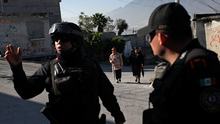 Video: Policías golpean a mujeres indígenas que protestaban en México