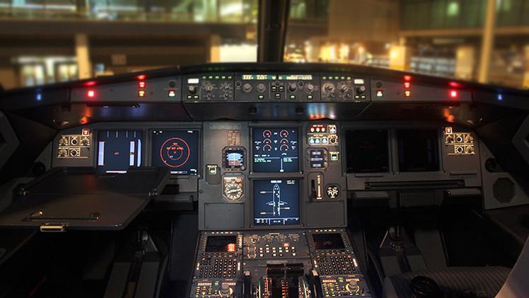 Sólo el piloto puede bloquear la cabina de un avión
