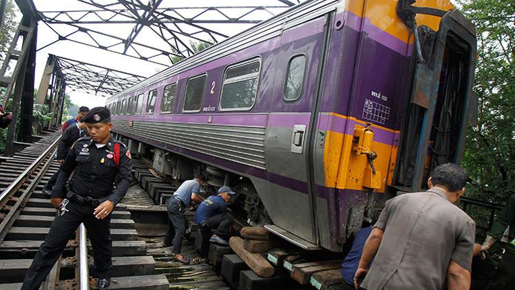 Dos trenes chocan en Tailandia