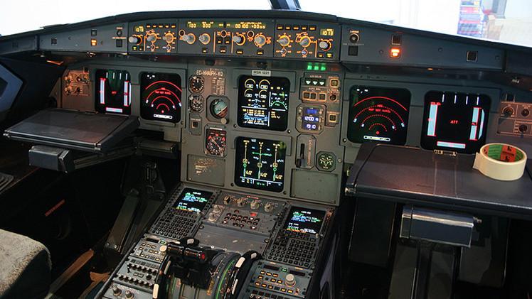 El piloto de Germanwings habría intentado abrir la puerta de la cabina con un hacha