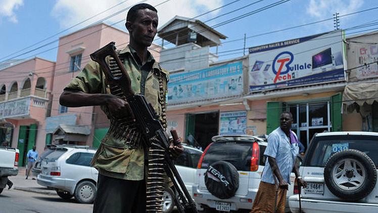 Militantes toman rehenes en un hotel en la capital de Somalia
