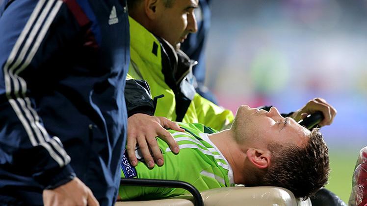 VIDEO: Hospitalizan al arquero de Rusia tras ser herido por bengala en partido contra Montenegro