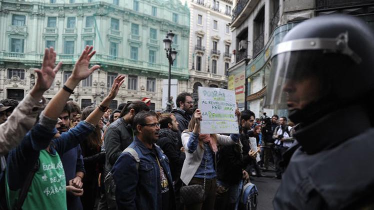 Aprobada la 'Ley Mordaza': Así reaccionan los españoles a las 44 cosas que ya no pueden hacer