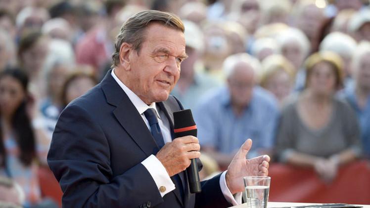 """Gerhard Schroeder: """"Merkel no debe ignorar la opinión de Rusia"""""""