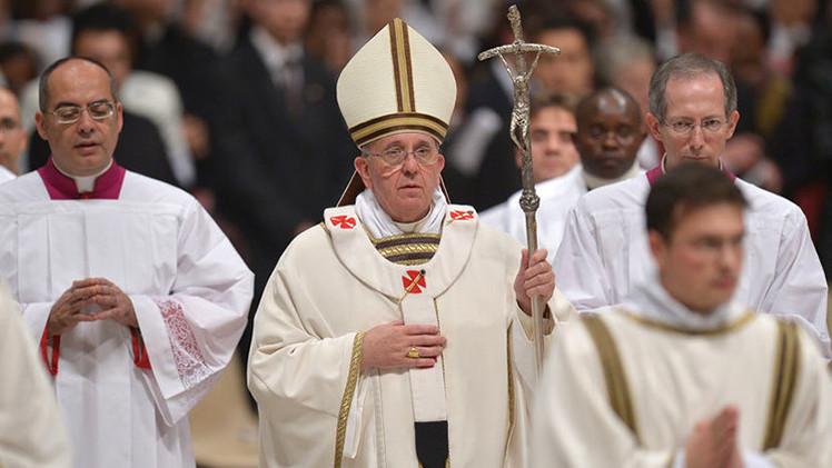 Francisco bajo presión para que destituya al obispo chileno por proteger a un sacerdote pedófilo