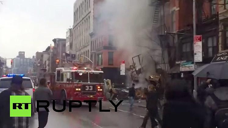 """""""Falta de sensibilidad"""": se hacen selfis en el lugar donde se produjo el incendio en Nueva York"""