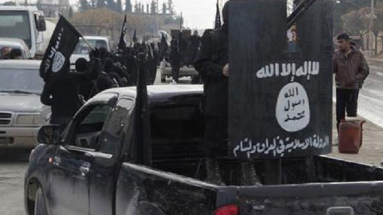 FOTOS: El Estado Islámico utiliza a niños como asistentes de sus verdugos